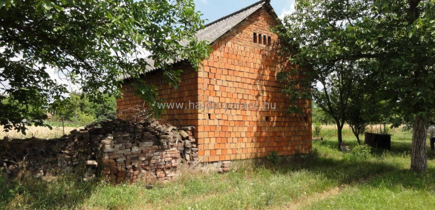 Eladó körbe kerített zártkerti ingatlan Hajdúszoboszlón