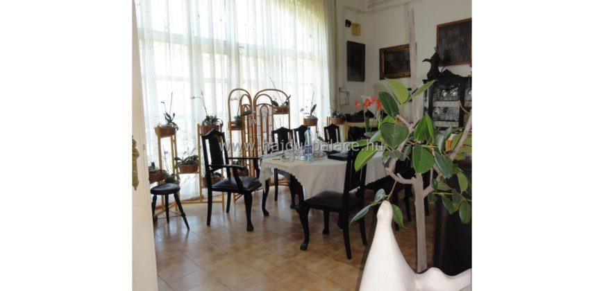 Eladó Hajdúszoboszlón a valamikori Oborzil-Kúria