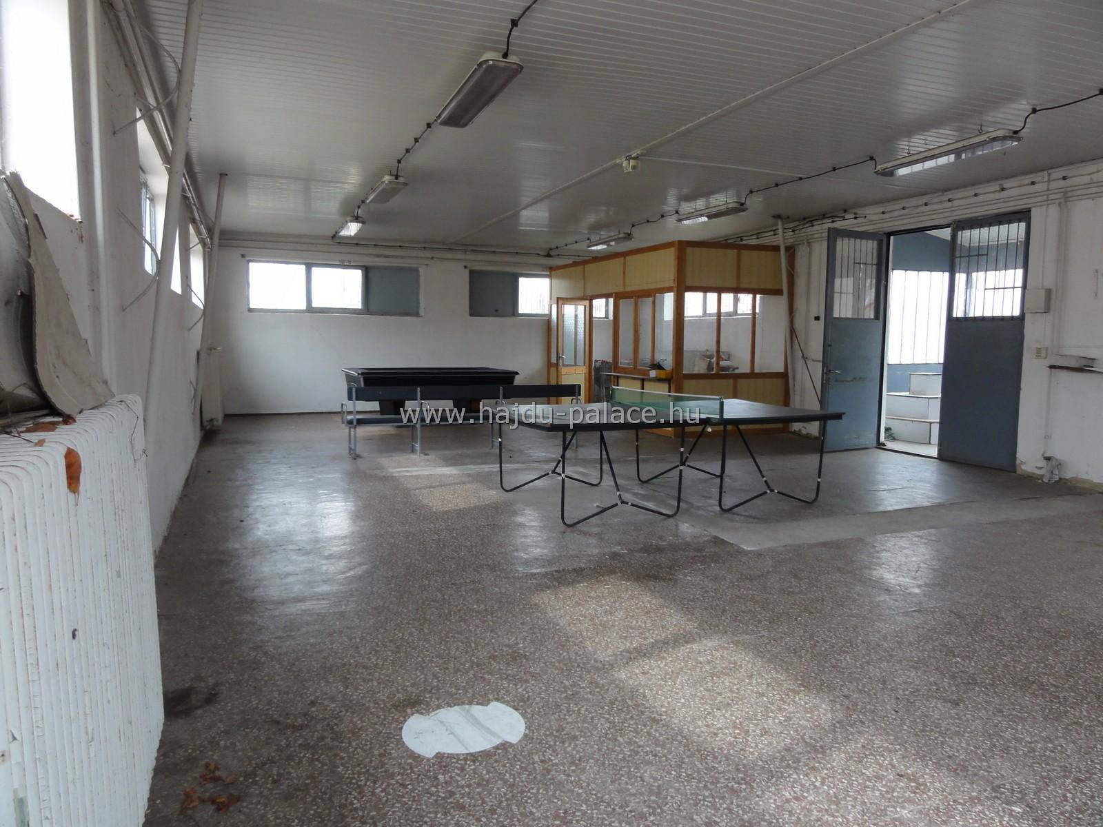 Hajdúszoboszlón diszkontüzlet besorolású céges ingatlan eladó