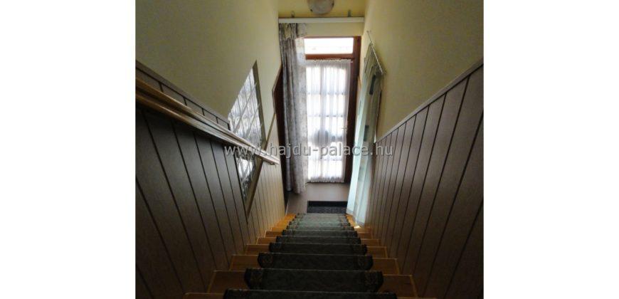 Hajdúszoboszlón 7 szobás apartmanház eladó