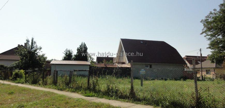 Hajdúszoboszlón üdülő övezetben 828 m2 beépíthető telek eladó