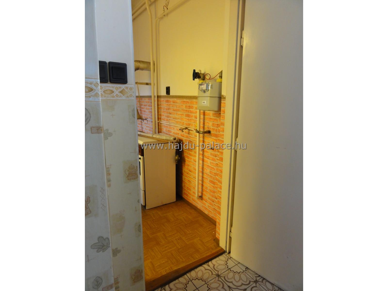 Nádudvaron jó állapotú földszintes, duplakomfortos családi ház eladó, nagy gyümölcsfás telekkel