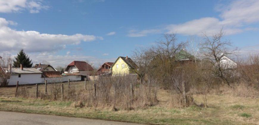 Üdülőövezetben, családi ház, v üdülő építésére eladó telek Hajdúszoboszlón