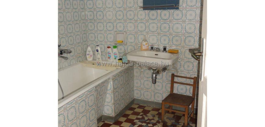Hajdúszoboszlón 120 m2-es régi típusú családi ház eladó