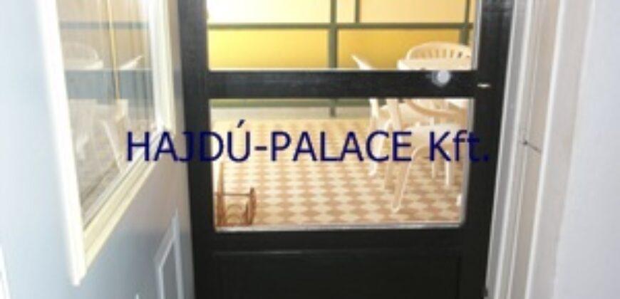Eladó Hajdúszoboszlón padlásteres 6 szobás, 6 fürdőszobás családi ház