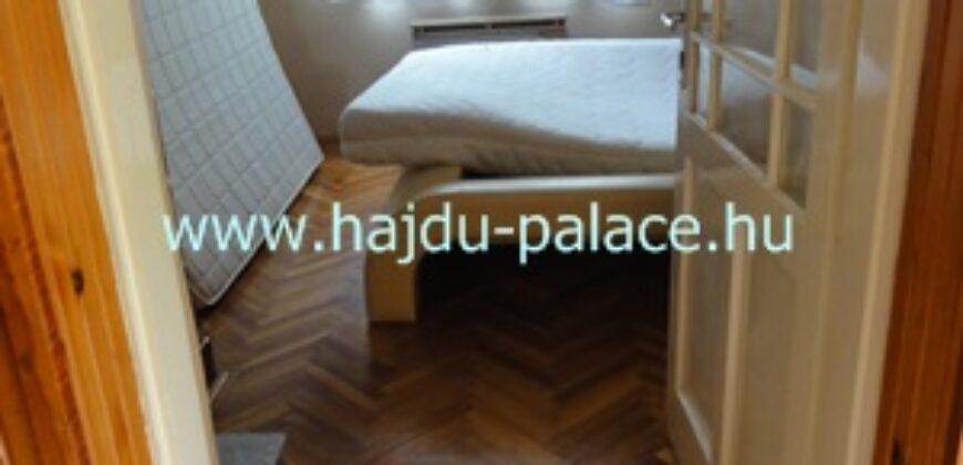 Hajdúszoboszlón eladó részben felújított 2 szobás családi ház nagy telekkel