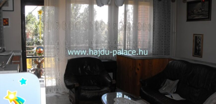 Tokajban eladó emeletes, 5 szobás galériás családi ház