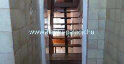 Eladó felújítandó 6 szobás eltolt szintes családi ház Hajdúszoboszlón
