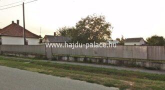 Hajdúszoboszlón városközpontban 1341 m2 telek eladó