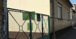 Hajdúszoboszlón 120 m2-es régi típusú, alápincézett családi ház eladó